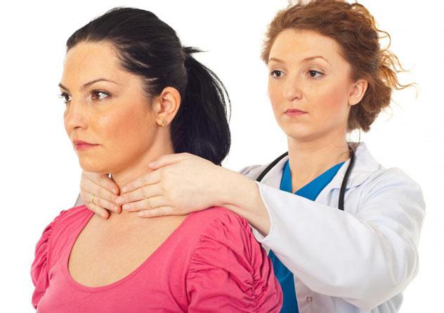 Пациентка на осмотре врача