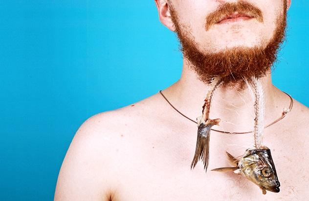 У мужчины застряла рыба с костями в бороде