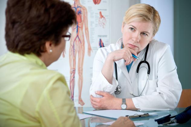 Пациентка на осмотре у врача