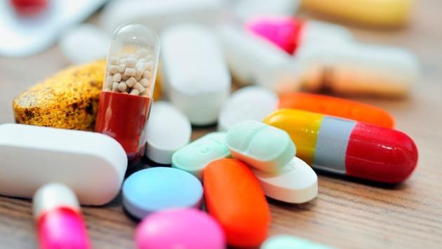 В аптеках большой выбор таблеток от насморка