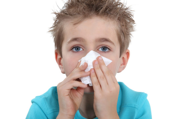 После использования АкваМарис нужно удалить слизь из носа