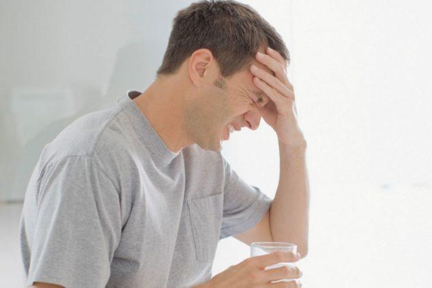 Головная боль - один из признаков гайморита