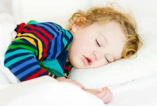 Почему ребенок храпит когда спит без соплей