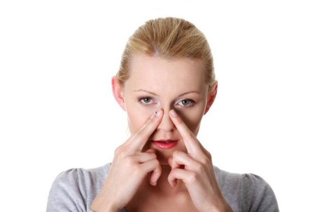 Акупунктурный массаж является одним из народных методов лечения насморка