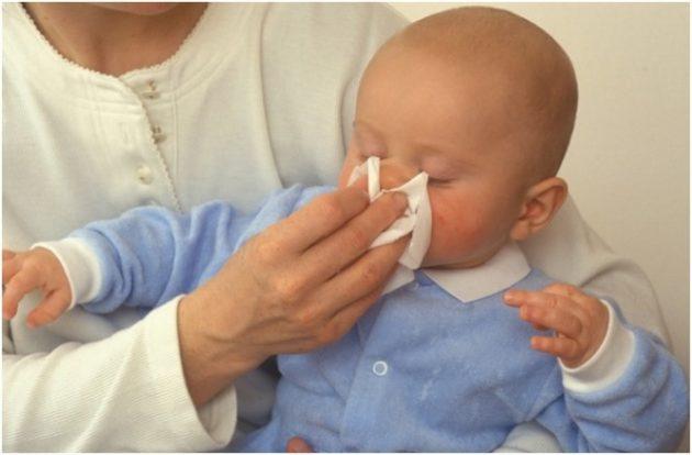 Цвет соплей у грудного ребенка является одним из определяющих факторов выбора лечения