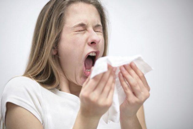Чихание помогает избавиться от слизи в носу
