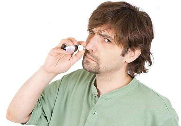 Медикаментозный ринит возникает вследствие злоупотребления сосудосуживающими каплями
