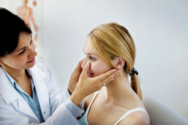 Отличить ринит беременных от простого насморка сможет врач