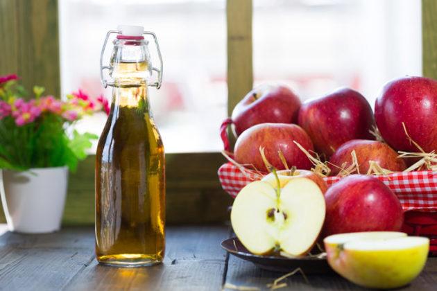 Раствор яблочного уксуса применяют в качестве полоскания при лечении горла