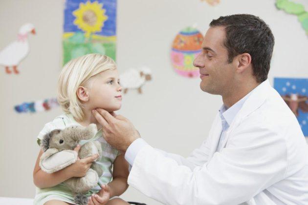 Спазм в горле у ребенка требует неотложной помощи