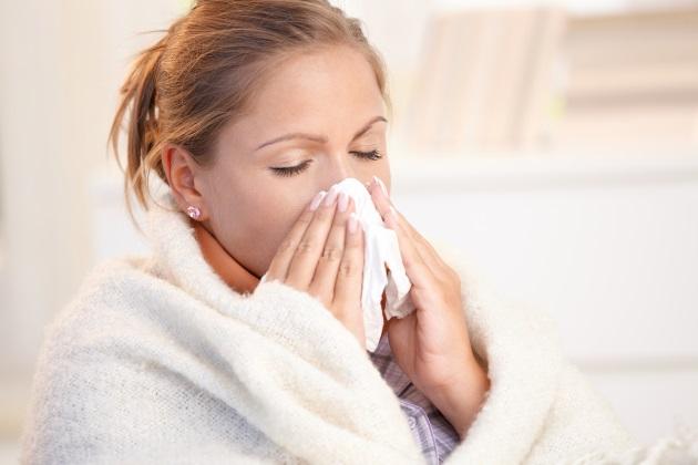 инфекционный ринит у женщины