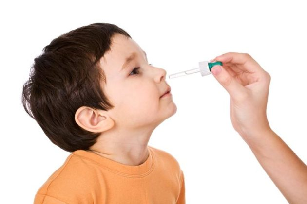При кашле, вызванном насморком, могут быть назначены сосудосуживающие препараты
