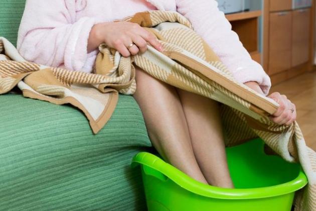 как вылечить насморк в домашних условиях прогреванием ног
