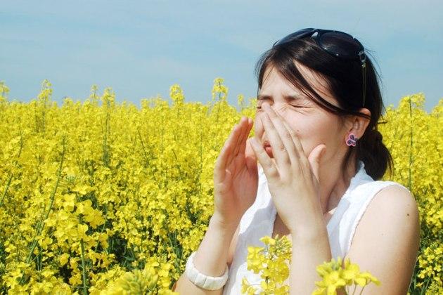 если болит горло и голова - причиной может быть аллергическая реакция