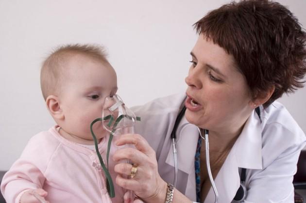если болит горло у грудничка - эффективны ингаляции