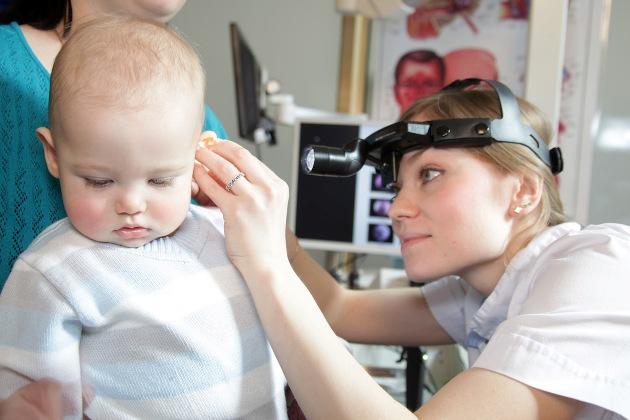 выделения из уха у грудничка требует незамедлительного лечения