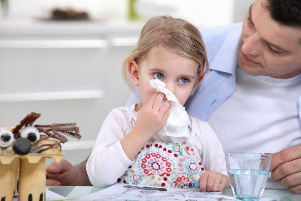 если цвет соплей у ребенка меняется, значит насморк перешел в бактериальную форму