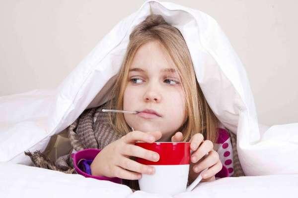 если осипло горло - нужен голосовой покой и обильное питье