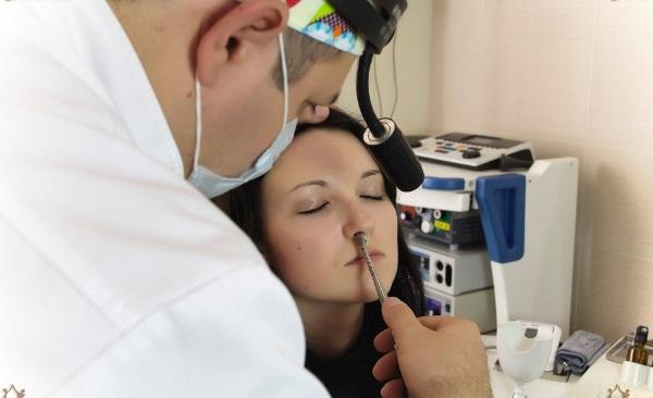 репозиция костей разбитого носа