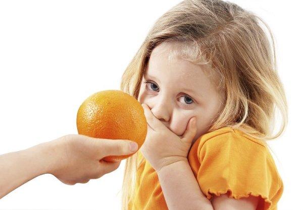 сыпь в горле могут вызвать цитрусовые