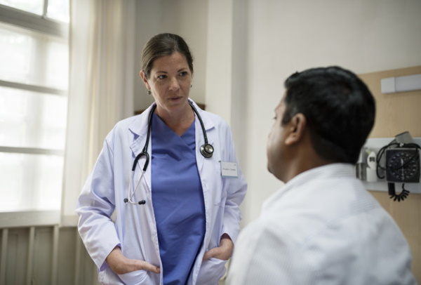 какой врач лечит коронавирус