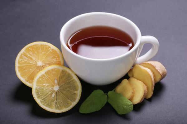При кашле нужно пить теплый чай с лимоном